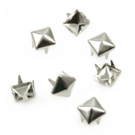 Studs Piramide 6mm Zilver