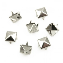 Studs Piramide 8mm Zilver