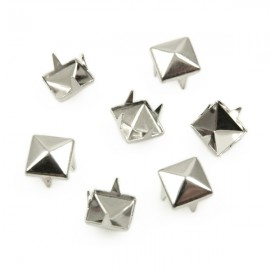 Studs Piramide 7mm Zilver