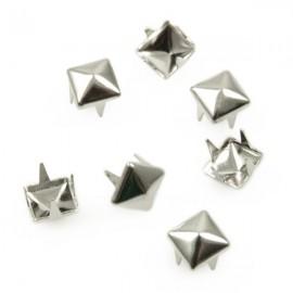 Studs Piramide 6mm Zilver